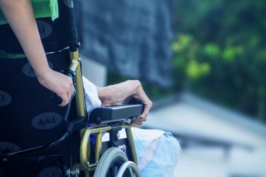 Studie: Pflegemarkt 2030: Wie lässt sich die Pflegekapazität nachfragegerecht ausbauen?